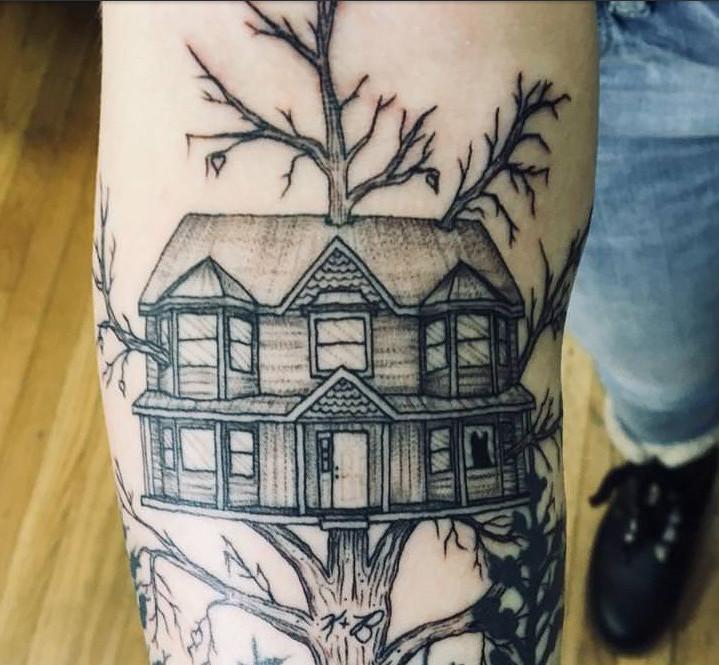 10 tattoos mit bewegenden hintergrundgeschichten. Black Bedroom Furniture Sets. Home Design Ideas