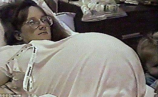 Die Frau nimmt ein Fruchtbarkeits-Medikament. Was die Ärzte darauf in ihrem Bauch sehen, sprengt alles vorher Dagewesene.