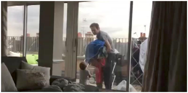 Vater und Baby diskutieren wegen der Wäsche – das ganze Internet ist von ihrem Charm verzaubert