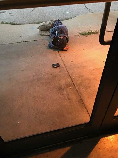 Die Mitarbeiter des Tierheims machen einen erschreckenden Fund vor ihrer Tür.