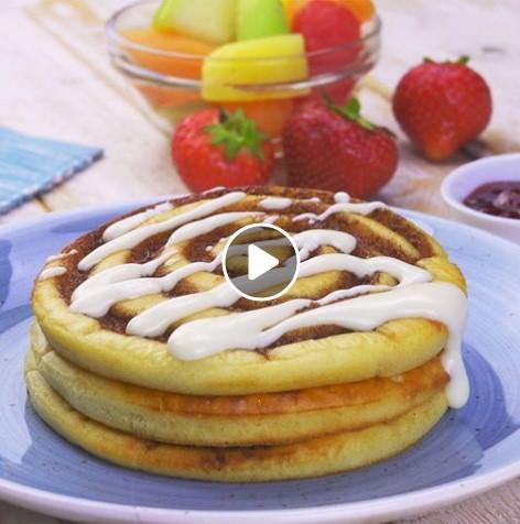Zimtschnecken-Pfannkuchen mit extra cremiger Glasur sorgen für Wirbel!
