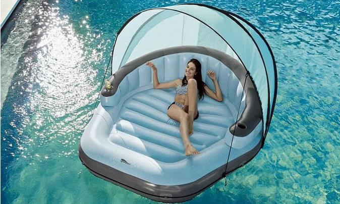 Die aufblasbare Lounge-Insel von Lidl, bestimmt der beste Ankauf dieses Sommers.