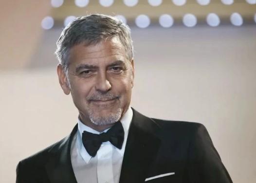 George Clooney sagt, Trump lügt über die Menge der Leute, die ihn unterstützen.