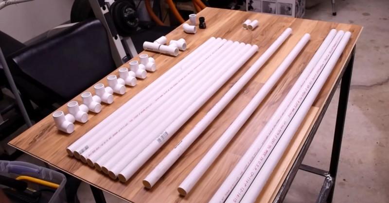 Cleverer Mann löst das Problem vieler Tierfreunde mit 13 PVC-Rohren.