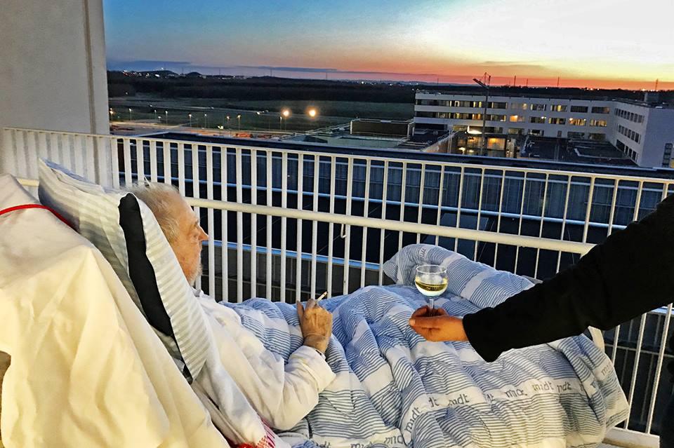 Der Wunsch eines Sterbenden ist gegen die Krankenhausregeln. Zum Glück bricht die Krankenschwester aber die Regeln und erfüllt ihm seinen Wunsch.