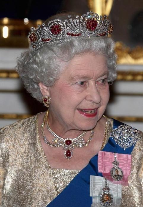 15 unfassbar bezaubernde Diademe im Besitz der Königsfamilie