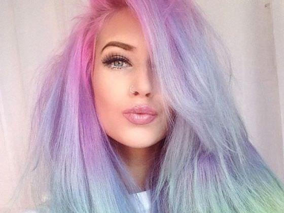 In welcher Haarfarbe solltest Du Dir die Haare JETZT färben?