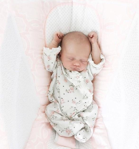 Das Baby hört dank einer Hörhilfe die Stimme seiner Mutter zum ersten Mal – die Reaktion ist einfach wunderbar!