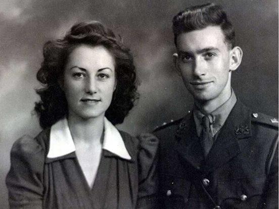 Die Frau ist vor über 70 Jahren ihrer großen Liebe um die halbe Welt gefolgt.