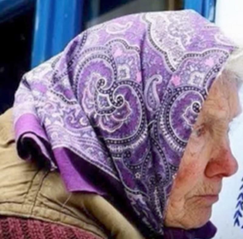 Du reibst deine Augen: 91-Jährige malt wunderschöne Motive auf alte Dorfkapelle.