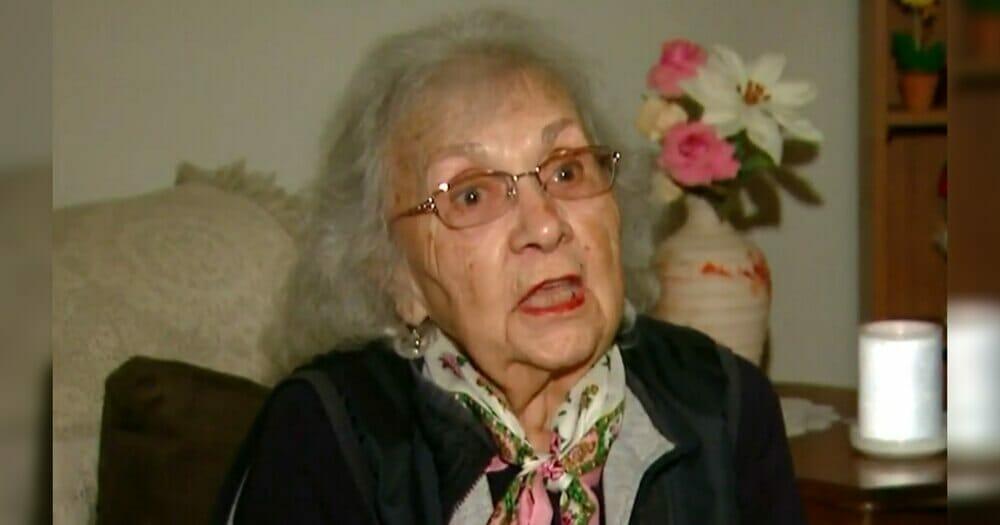 Täter bricht in das Haus der 88-Jährigen ein und attackiert sie – bald wird klar, dass er sich mit der falschen Frau angelegt hat