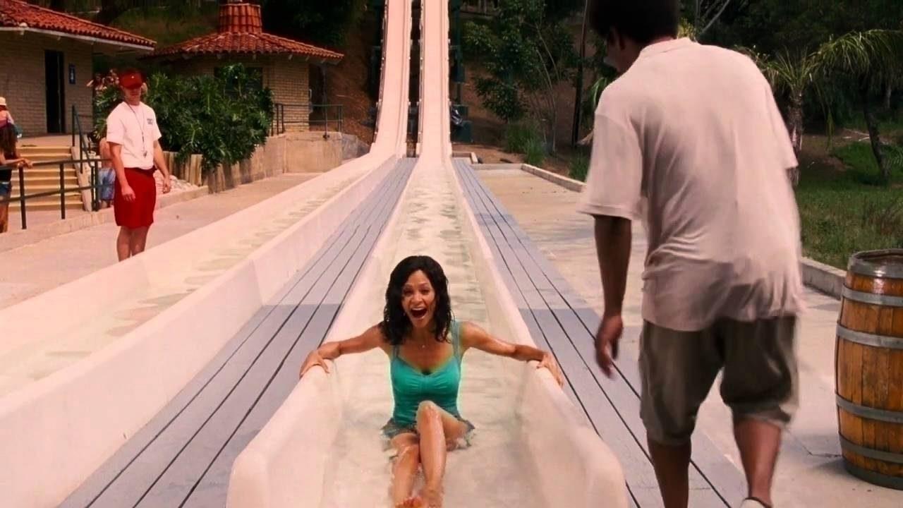 Eine fette Frau im Wasserpark. Hier kann ja alles passieren