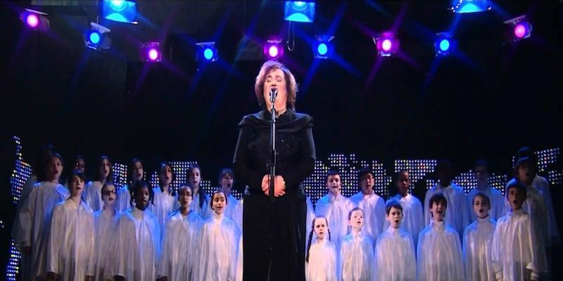 """Das Publikum bekommt Gänsehaut, als Susan Boyle mit dem Kinderchor """"O heil'ge Nacht"""" singt!"""