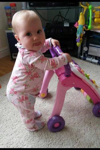 Dieses Baby verwest bei lebendigem Leib. Doch wenn du sie jetzt siehst, zaubert es dir ein Lächeln ins Gesicht.