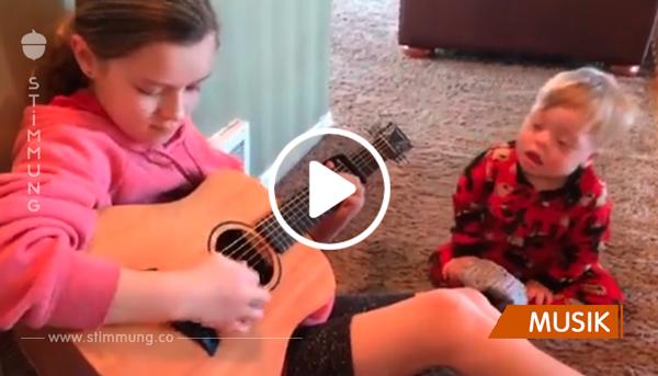 Schwester bringt ihren Bruder mit Down-Syndrom das Sprechen bei – in dem sie gemeinsam singen