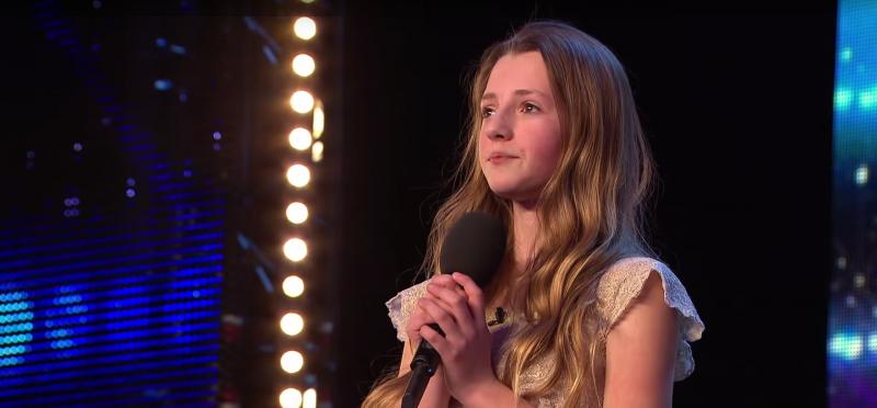 Video: 12-Jährige singt einen der schwersten Songs nach.