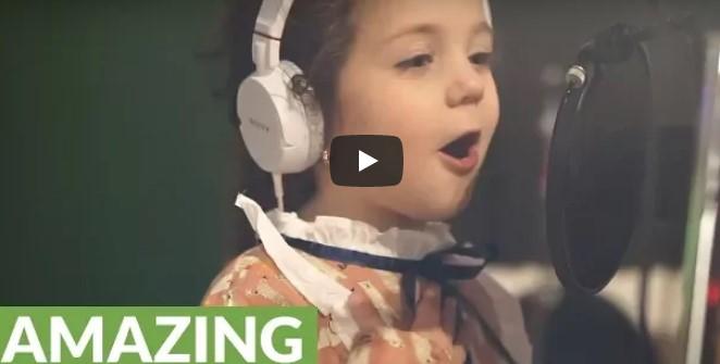 Niemand kann so singen wie Frank Sinatra – aber hört genau hin, als die 5 Jahre alte Sophie zu singen anfängt