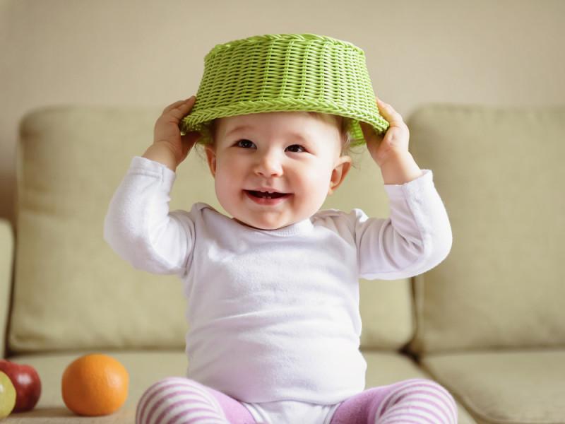 10 Baby Spielzeuge aus Alltagsdingen.