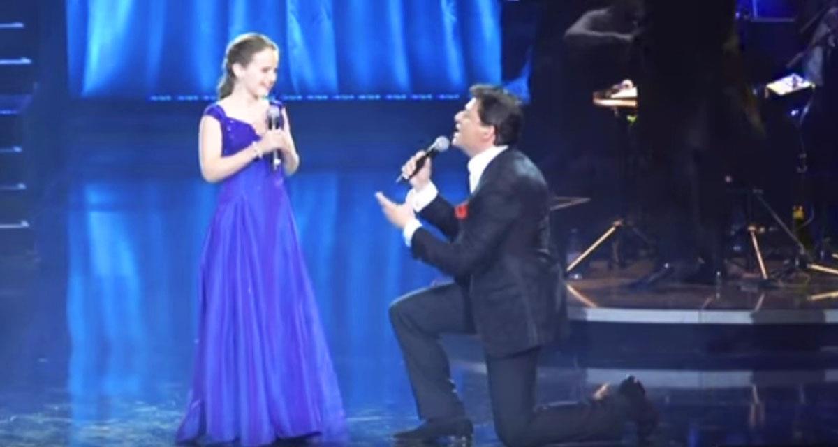 Er lud dieses 12-jährige Mädchen ein, mit ihm zu singen. Und dann passierte es... Fantastisch!