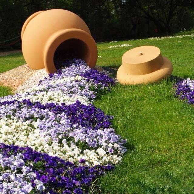 Ein fließendes Wasserspiel im Garten ist oft ziemlich teuer! Diese fließenden Pflanzenstreifen sind eine wunderschöne Alternative!