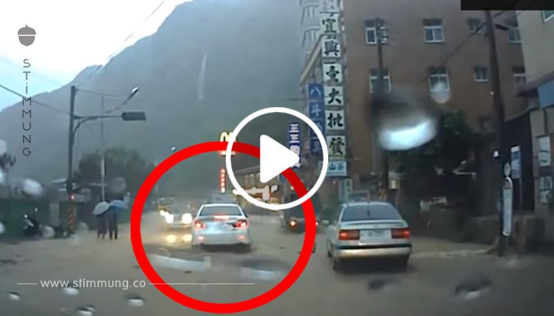 Der Fahrer hat ein echtes Wunder erlebt ... Nimm deine Augen nicht aus dem weißen Auto weg!