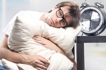 Aus Kinderkliniken bewährter Trick hilft beim Einschlafen.
