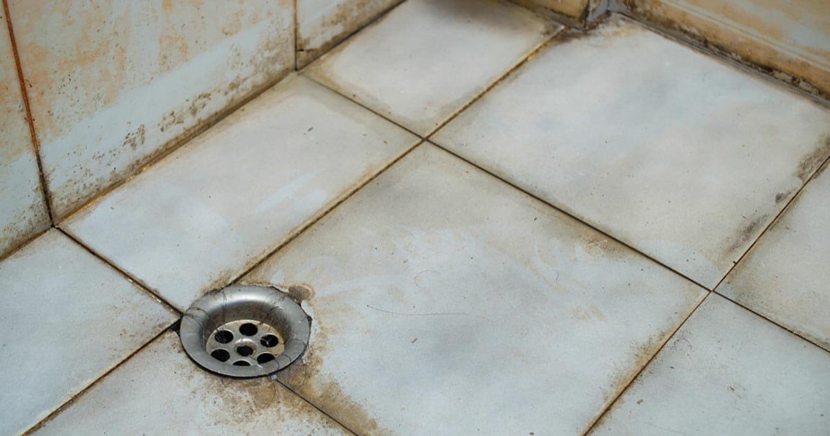 Geben Sie diesem cleveren Putz Trick fürs Badezimmer eine Chance – die Ergebnisse werden Sie überraschen