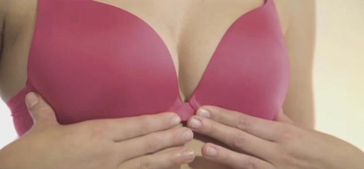 Diese 9 Dinge passieren mit deiner Brust, wenn du keinen