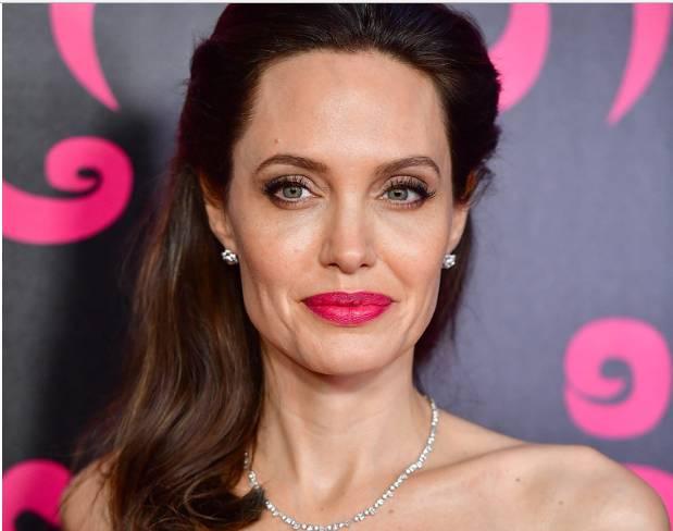 Jolie fand einen Ersatz für Brad Pitt. Ihre neue Wahl ist eine Kopie des Schauspielers in seiner Jugend