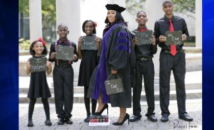 Menschen, die uns immer inspirieren: Die Mutter, die 5 Kinder hat, hat ihr Traum in Erfüllung gebaracht. Sie wurde Juristin!