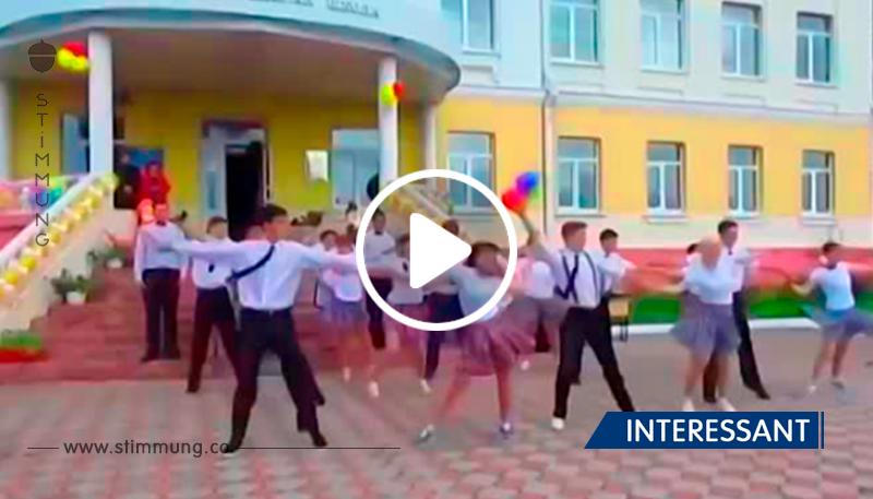 Wenn die Absolventen tanzen. Der Lehrer nimmt auch daran teil... Es ist ja etwas. Woow!