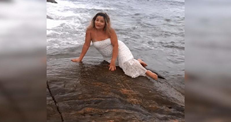 Sie wollte ein Foto neben dem Ozean machen. Und es stellte sich ein Killer Video heraus :) ! Das ist etwas!