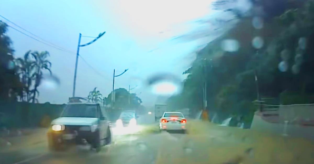 Der Fahrer erlebte ein echtes Wunder. Die ganze Aufmerksamkeit auf das weiße Auto!