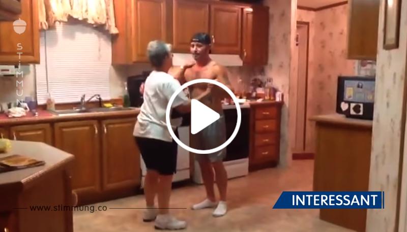Mutters Tanz mit ihrem Sohn in der Küche. Das ist ja mehr als fantastisch!