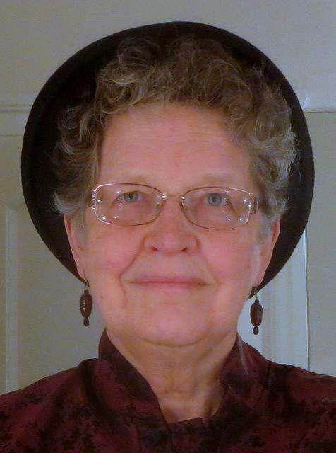 Oma lutscht und wichst den Hosen Teufel