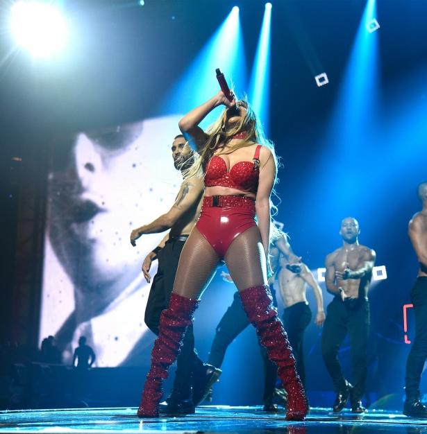 Jennifer Lopez zeigte allen, dass sie ein echtes Sexsymbol ist. Einfach Feuer!