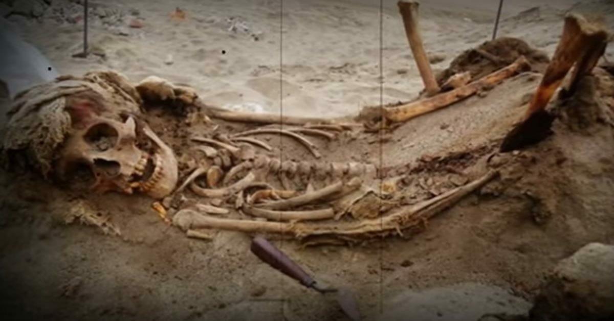 140 Kinderskelette mit heraus gerissenen Herzen ausgegraben: Darum mussten sie sterben