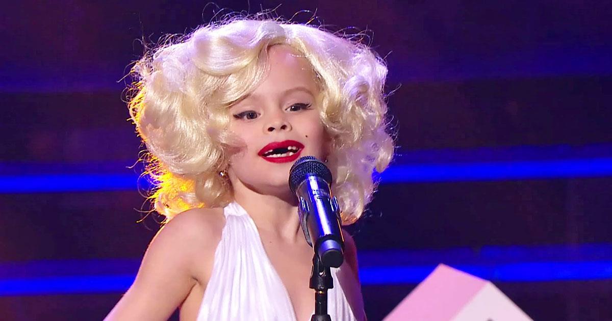 Dieses Süßchen ging im Kostüm von Marilyn Monroe auf die Bühne und