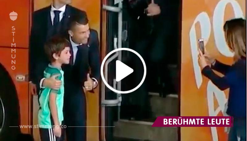Der berühmte Fußballspieler liess das ganze Team warten, um das weinende Kind zu beruhigen!