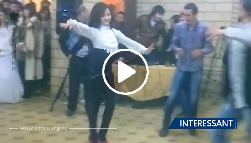 Dieses zerbrechliche Mädchen hat allen Männern gezeigt, wer hier gut tanzt!