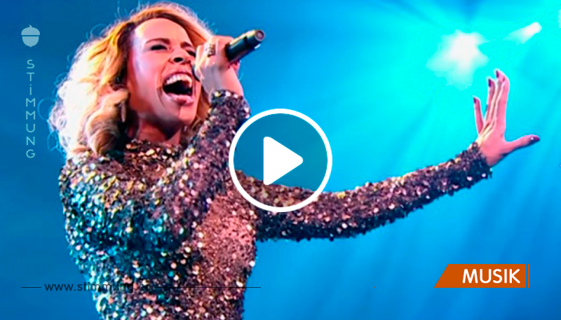 Jeder denkt an sie als Reinkarnation von Whitney Houston ... Eine enorme Ähnlichkeit!