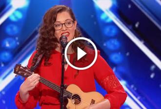 Sie verlor ihr Gehör als sie 19 Jahre alt war. Nach 10 Jahren stieg sie auf die Bühne, um das Unmögliche möglich zu machen!