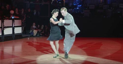 Pärchen lässt das Publikum mit Swing Performance von 'Dirty Dancing' durchdrehen