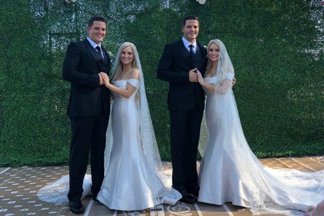 Eineiige Zwillingsbrüder heiraten ihre eineiigen Zwillingsverlobten auf einer Märchenhochzeit