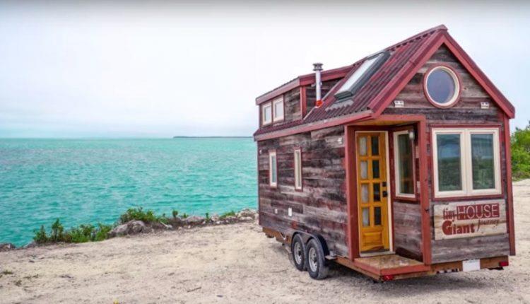 Dieses selbstgebaute mobile Häuschen ist keine 6 Meter lang. Aber wenn man das Häuschen von innen sieht kann man neidisch werden…