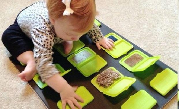Langweilt sich Ihr Kind? Schauen Sie sich hier die tollsten DIY-Spiele und Aktivitäten für Kleinkinder an!