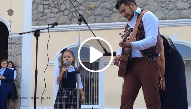 Ich war schockiert, als ich dieses Mädchen singen hörte. Aber sie ist erst sechs Jahre alt!