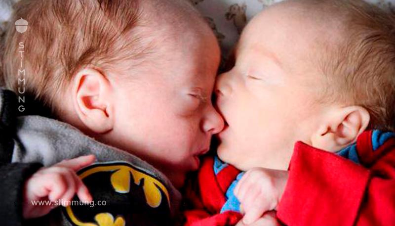 Zwillingsbrüder überleben Geburt, indem sie sich umarmen.