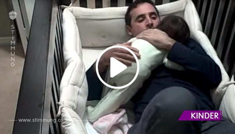 Das Baby brach in Tränen aus und Papa kam, um es zu trösten. So süß!