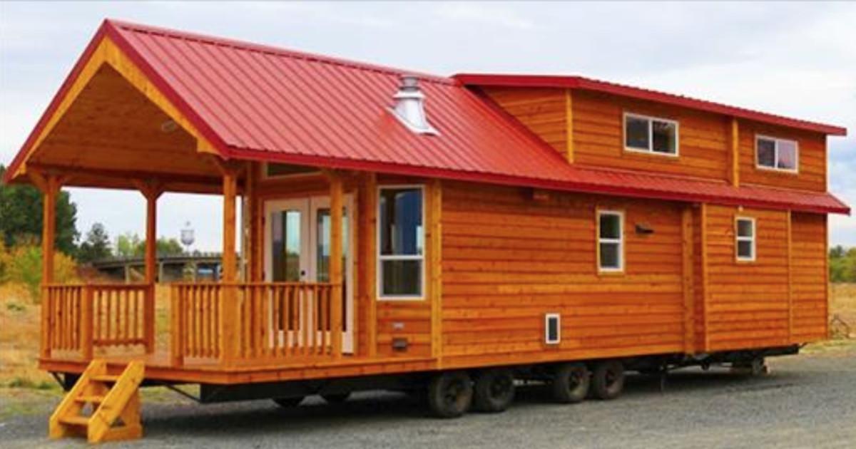Holzhütte ist gerade einmal 60 m² groß – doch ein Blick hinein genügt, und wir sind überwältigt